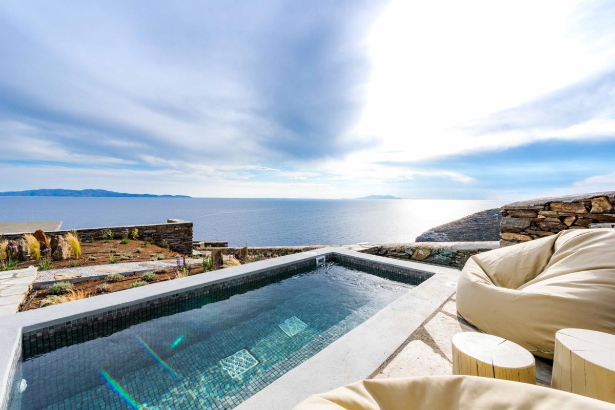 Suite with Hot Tub Tinos Island | Vathi Bleu Private Suites |